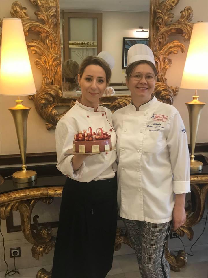 Mimi, MousseAdina și un tort delicios
