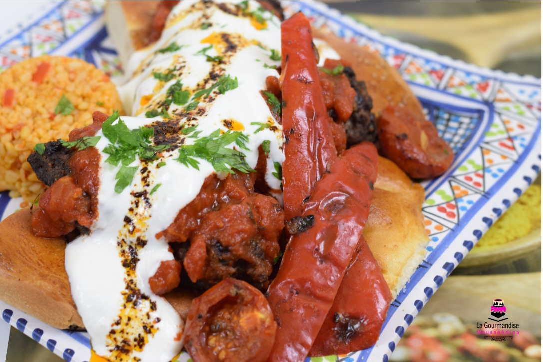 Kebab cu sos de roșii și iaurt.JPG